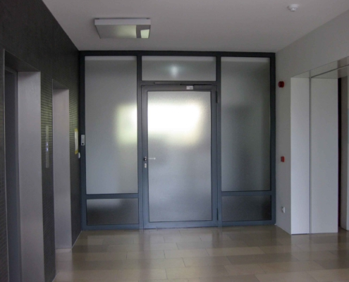 Feuerschutztür mit Rauchschutz, Stahl - Glas Konstruktion