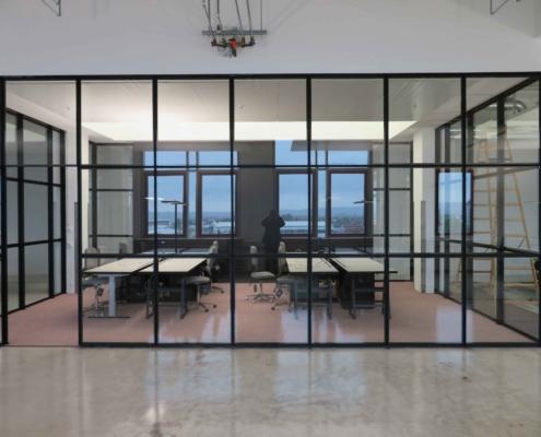 Stahl Glas Trennwand Industriestil schwarz