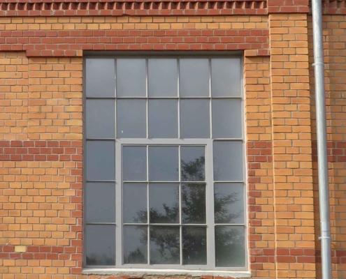 Stahlfenster Loftfenster mit Sprossen und Öffnungsflügel mittig