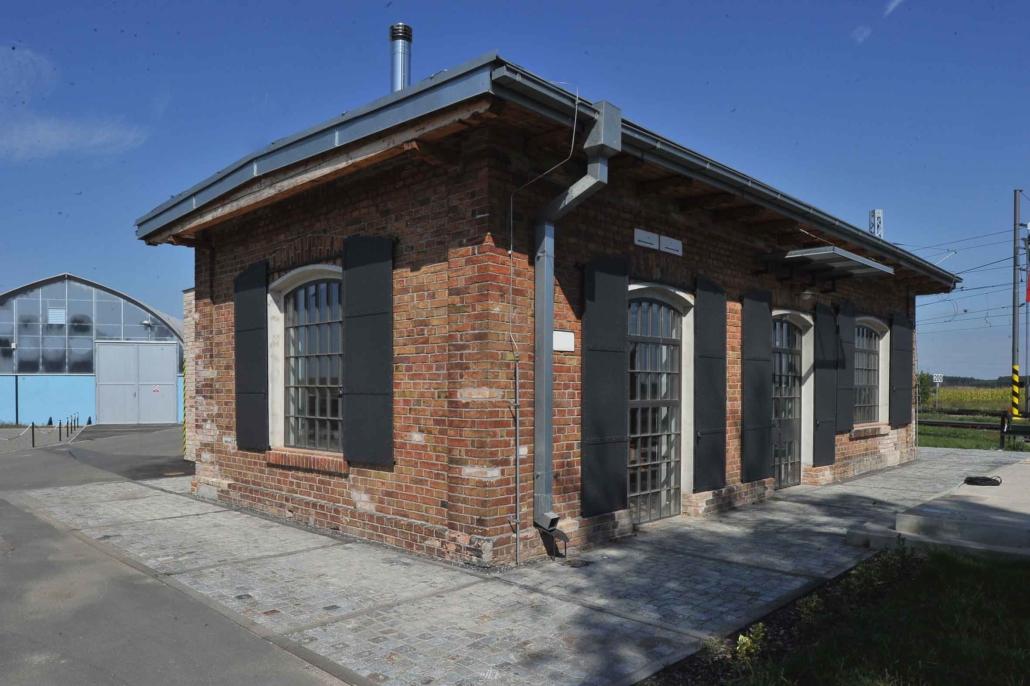 Bahnhäuschen Baudenkmal, wärmegedämmte Stahlfenster und Türen im Bereich Denkmalschutz (044-07)
