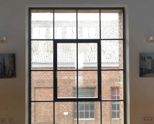 filigrane wärmegedämmte Stahlfenster mit schmalen Sprossen im Industriedesign, Fabrikfenster, Loftfenster, Fenster im Bereich Denkmalschutz