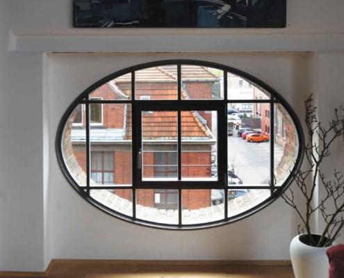 Stahlfenster Ellipse mit Sprossen Öffnungsflügel mittig