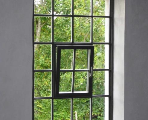 Stahlfenster mit Bogen wärmegedämmt mit Sprossen Industriedesign