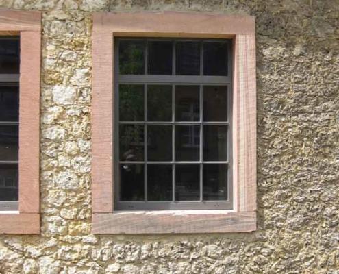 Stahlfenster mit Sprossen Industriedesign im Bereich Denkmalschutz