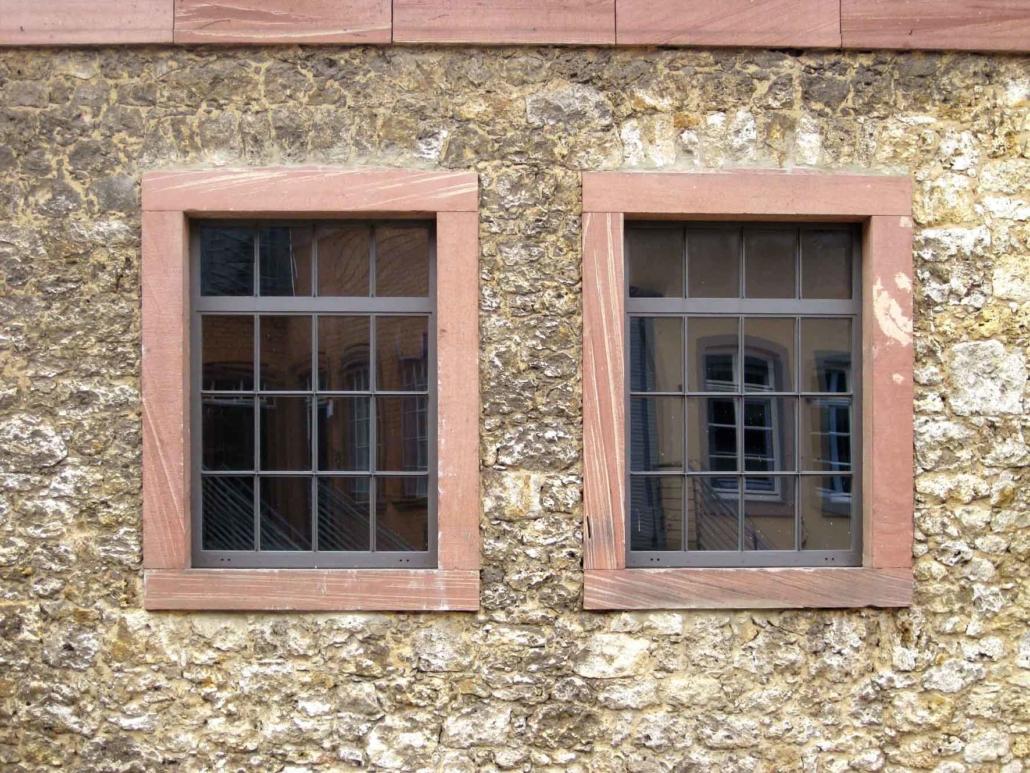 filigrane wärmegedämmte Stahlfenster mit schmalen Sprossen im Industriedesign, Fabrikfenster, Fenster im Bereich Denkmalschutz