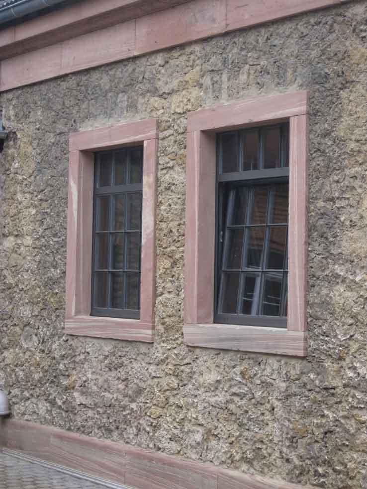 wärmegedämmte Stahlfenster mit Sprossen, Industriedesign, Fabrikfenster im Bereich Denkmalschutz