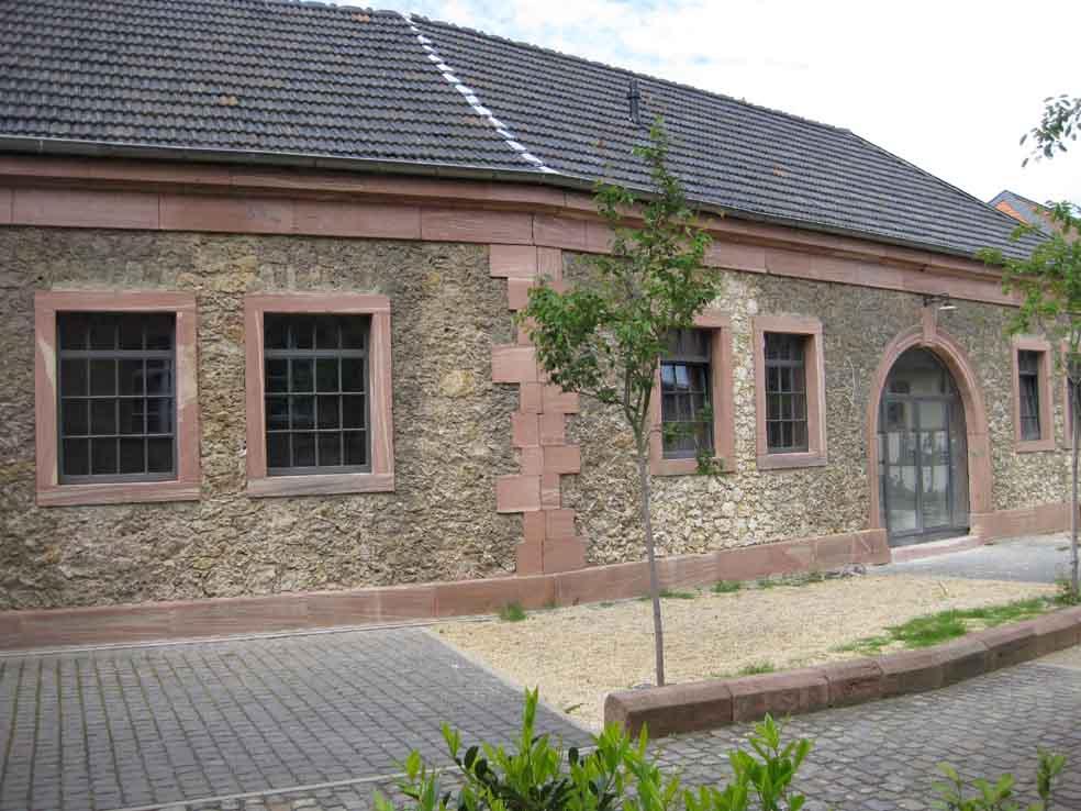 Filigrane, wärmegedämmte Stahlfenster und Stahltüren im Bereich Denkmalschutz. Schmale Sprossen im Industriesesign.