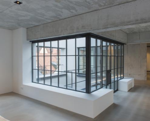 Loggia Verglasung mit Sprossen Industriedesign
