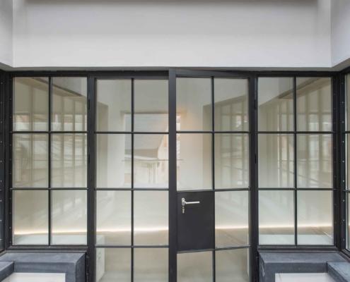 Stahl Glas Trennwand mit Tür Industriedesign
