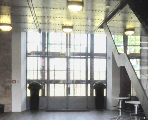 Stahl Glas Innentrennwand mit Tür Industriestil