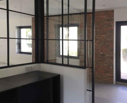 Stahl Glas Trennwand mit Schiebetür Industriedesign
