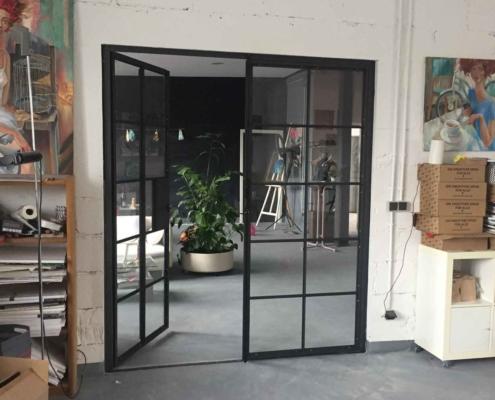 Tür zweiflüglig mit Sprossen Industriedesign